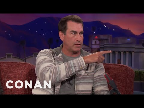 Rob Riggle Worked Out With The Seattle Seahawks  - CONAN on TBS (видео)