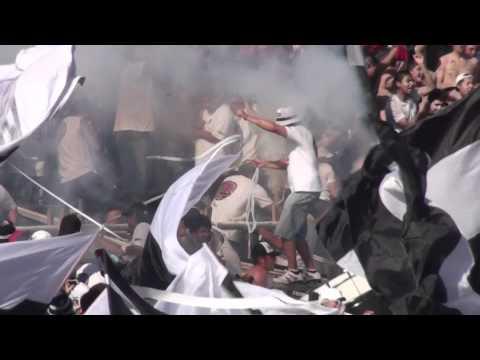 Colo Colo - Salida contra las Madres Clausura 2011 - Garra Blanca - Colo-Colo