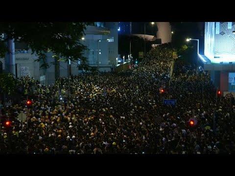 Χονγκ Κονγκ: Συνεχίζονται οι μαζικές κινητοποιήσεις