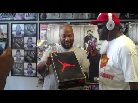 0 DJ Greg Street Gives Bun B OG Air Jordan VIIs