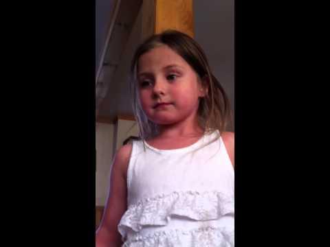 VIDEO: Piecgadīga meitene pilnā nopietnībā vēlās izvākties no vecāku mājas