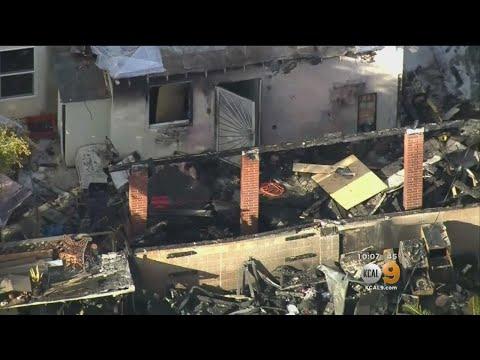 Lightning Strike Causes House Fire видео