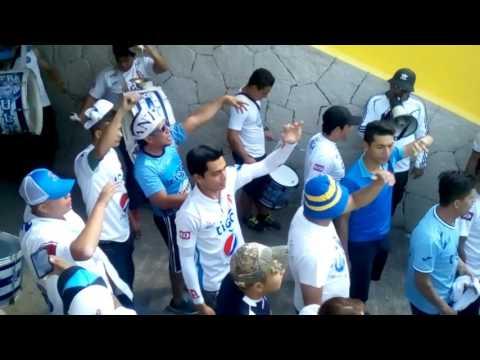 Ultra blanca en el túnel contra firpo - La Ultra Blanca y Barra Brava 96 - Alianza