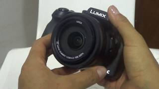 Unboxing Rápido de una Camara Panasonic Lumix FZ300 para hacer videos en 4k.Caracteristicas Principales: - Camara con capacidad para hacer videos en 4k a 30fps y para tomas fotos en 4k a 12.Mp. - Zoom Optico 24x de 25-600mm con rango completo a f2.8 excelente para tomas con poca iluminacion (Objetivo LEICA DC VARIO-ELMARIT)- Resistente al agua (Para grabar bajo la lluvia) y al polvo.- Zoom Inteligente.- Estabilizador Optico de Imagen- Deteccion de Rostro- Visor Oled LVF con sensor de ojos que desactiva la pantalla externa al acercarse a ella- Pantalla tactil externa abatible.- Formato de archivos Imagen fija: JPEG (DCF/Exif2.3) / RAW, DPOF/Película: AVCHD, MP4- Conexión WiFi para controlar la camara desde un smartphone.- Y mil funciones mas...Precio Aprox. 08 Junio 2017:  610 dllsEspecificaciones Completas:https://www.panasonic.com/es/consumer/camaras-y-videocamaras/camaras-compactas/dmc-fz300.specs.html