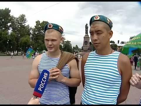 2 августа — День ВДВ. В Иркутске элиту армии поздравили спортсмены-парашютисты