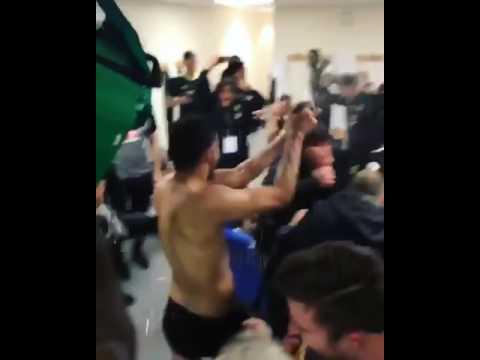 Diego Costa bersaglia Antonio Conte… di champagne!