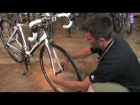 How to Remove the Front Wheel on a Road Bike (видео)
