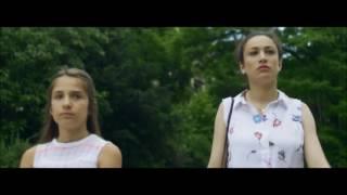 La relación entre ambas es el núcleo argumental del cortometraje «Eva», una obra para ver primero e interpretar después. Vídeo original, con música de Alix Prévost: https://www.youtube.com/watch?v=Xj9rRW9_ySM&feature=share