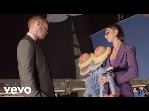Video Calvin Harris, Dua Lipa - One Kiss (Behind the Scenes) download in MP3, 3GP, MP4, WEBM, AVI, FLV January 2017