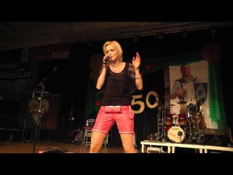 Melissa Naschenweng beim Fest der Volksmusik in Bad Leonfelden