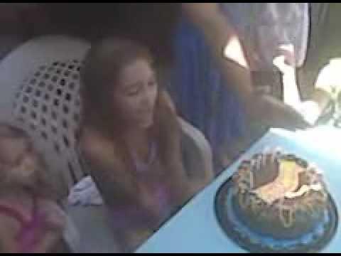 video que muestra como dejan ko a una chica despues de cantarle el feliz cumpleaños