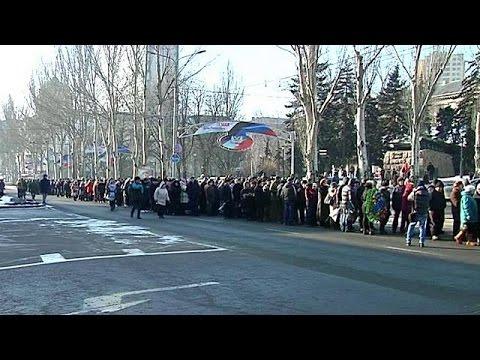 Κοσμοσυρροή στην κηδεία ηγέτη των φιλορώσων αυτονομιστών στο Ντόνετσκ