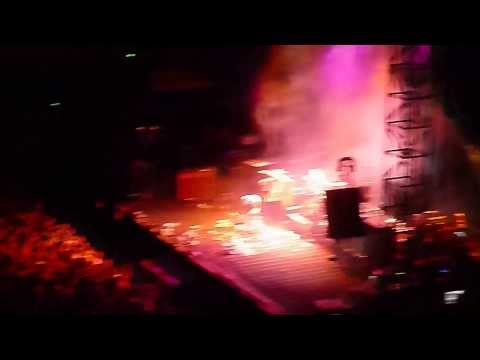 Neil Young - Walk Like A Giant live in Nimes France 17-07-2013