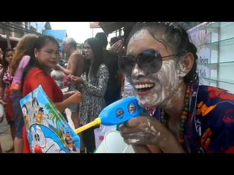 Thailand Songkran สงกรานต์ Celebration – Koh Samui 2014