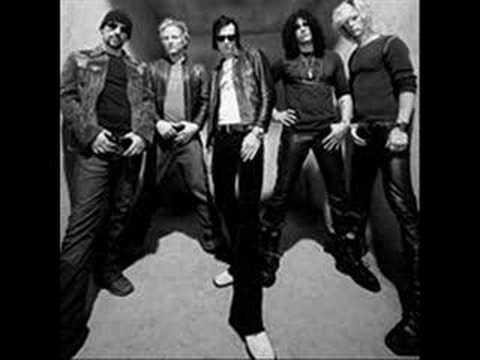 Tekst piosenki Velvet Revolver - American man po polsku