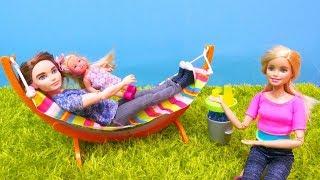Jogos de meninas - Surpresa para a Chelsea! Barbie em Português Brasil. Vídeos de brinquedos para meninas.
