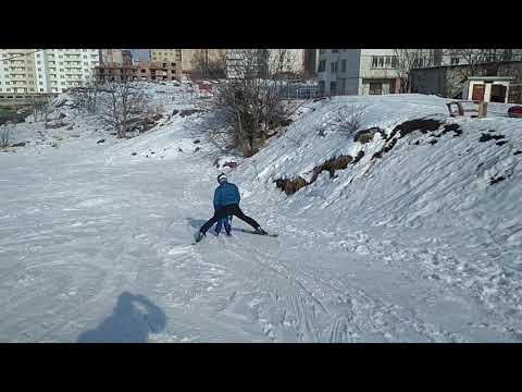 Легкий спосіб навчити дитину їхати в плузі на лижах