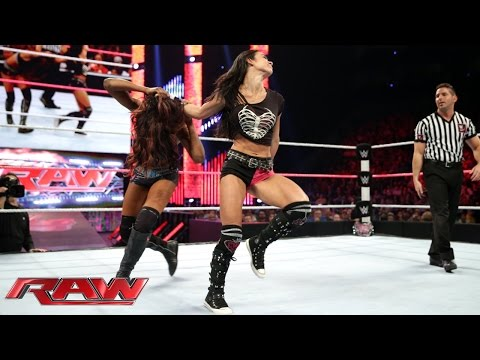 Lee - The Divas Champion squares off against Paige's best friend. See FULL episodes of Raw on WWE NETWORK: http://bit.ly/1wJ13X0 Don't forget to SUBSCRIBE: http://bit.ly/1i64OdT.