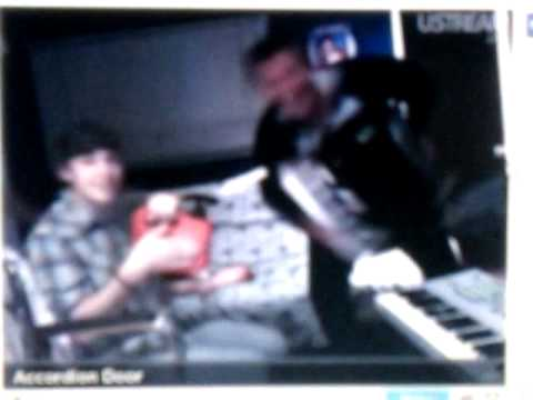 willywats - Hiimrawn whatadayderek and willywats doing the no pants dance on ustream.