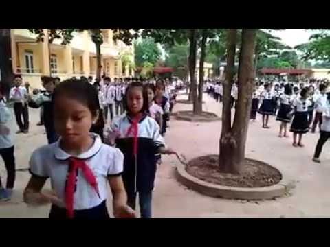 Hoạt động giữa giờ của các em HS Trường TH Ba Trại B.