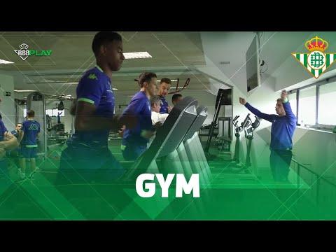 ¡JOAQUÍN se hace monitor de gimnasio por un día!  ENTRENAMIENTO  Real Betis Balompié