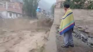 Fuerza del rió se lleva Camión / Lima