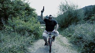 Uloge: Omer Nadarević - Omčo Šećo Alimanović - Crna Mamba Kamera i Montaža: Šeherzad šarić - Šeki Humor na krajiški način.