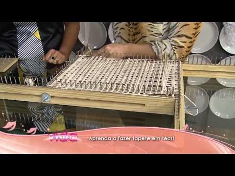 tear - A artesã Marcia Ester nos ensinou essa técnica linda para fazer tapete e flor em tear! Não deixe de conferir os materiais necessários e o passo a passo desse...