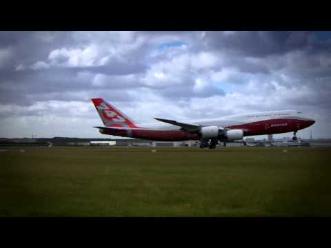 Video: Paris Air Show 2011: Boeing 747-8I arrives at Le Bourget