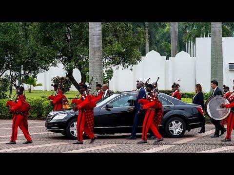 Merkel bietet Nigeria Studienplätze im Kampf gegen ille ...