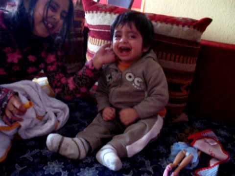 Baby Lacht. Arek kann  gut lachen. schau mal den video. Baby Laughing