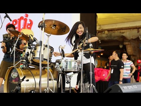 Video Mark Ronson - Uptown Funk ft. Bruno Mars LIVE Drum Cover by Nur Amira Syahira download in MP3, 3GP, MP4, WEBM, AVI, FLV January 2017