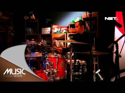 Music Everywhere - Sandy Sondoro - Malam Biru
