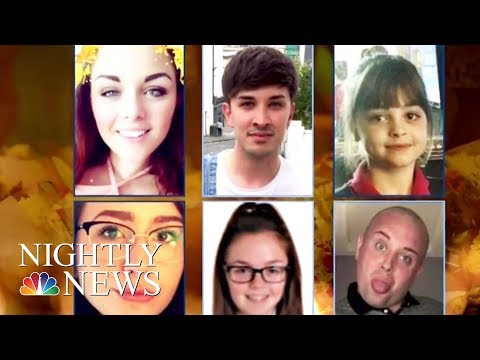 A Mourning Manchester Remembers Suicide Bombing Victims   NBC Nightly News (видео)