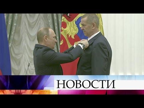 Заособые заслуги перед государством инародом Владимир Путин вручил Золотые звезды Героям труда.