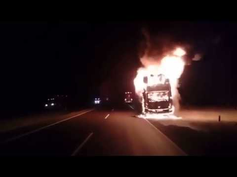Perú: Bus de turistas chilenos se incendia (VIDEO)