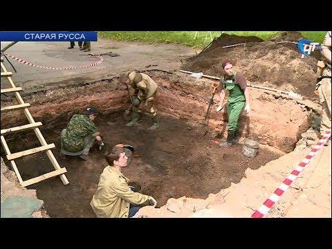В Старой Руссе начались археологические работы на месте установки Стелы воинской славы