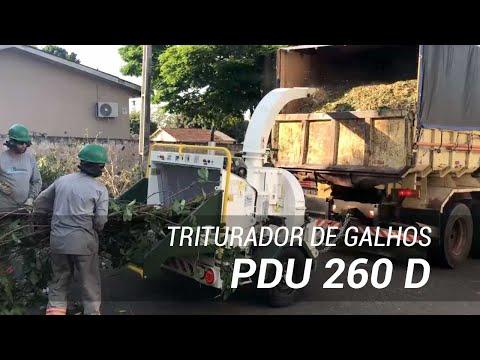 Triturador de galhos e troncos a diesel em área urbana PDU 260 D