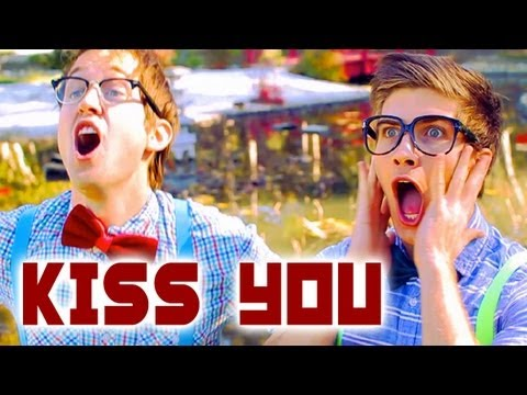 Tekst piosenki Joey Graceffa - Kiss You (ft. Luke Conard) po polsku
