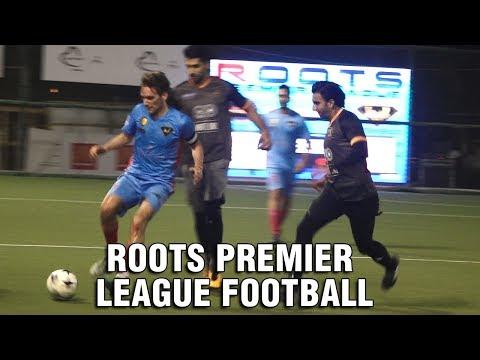 Ranveer Singh Plays Football, Mobbed By Fans | Roo