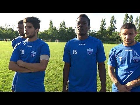 «Μάθημα» ποδοσφαίρου από μια ομάδα προσφύγων στη Βουδαπέστη