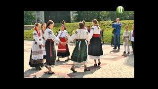 Гаївки у хмельницькому дендропарку заспівали учасники гурту «Ладовиці»