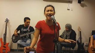 berdiri bulu romaku-Nurul feat retmelo buskers cover hetty koes endang,penuh perasaan