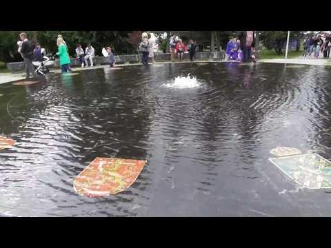Ganzejskij fontan v Velikom Novgorode, samyj nizkij fontan v mire