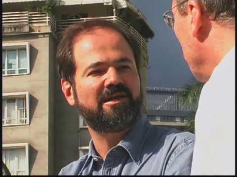 El escritor venezolano Alberto Barrera entrevista a Juan Villoro, para el programa 'Miradas urbanas'. Parte 1