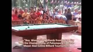 Ang Boy Wonder ng Roxas City Malamang ito na ang susunod kay efren bata na mag bibigay ng maraming karangalan sa pilipinas.Kahit matatanda sa kanya tinatalo na nya. galing talaga.