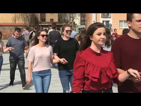 Wideo: Próba generalna poloneza maturzystów w rynku w Lubinie