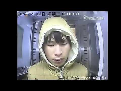 溫州男子凌晨錘擊ATM機,表情十足如影帝大秀內心戲!