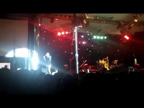 Trấn Thành tại live show Hoài Lâm 2014 sân khấu Trống Đồng