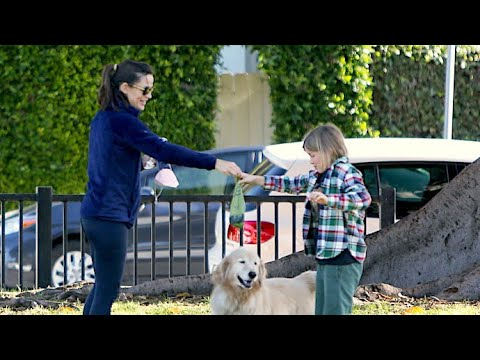 Jennifer Garner Teaches Her Children To Clean Up After Their Family Pup